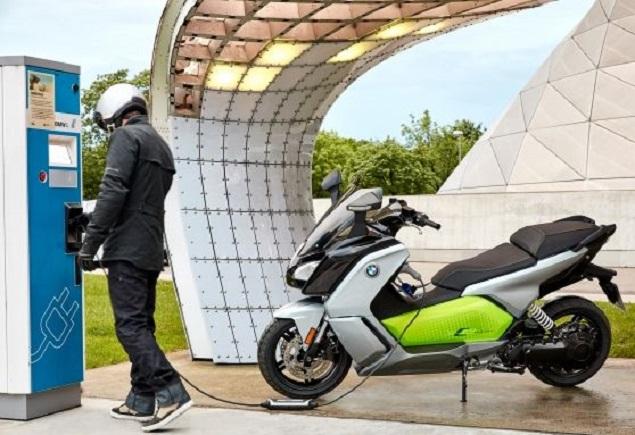 Updated BMW e-scooters for Paris show Image: Newspress/BMW BMW Motorrad