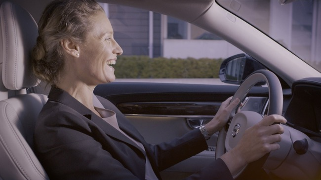 Volvo S90 goes 'talk-and-drive'