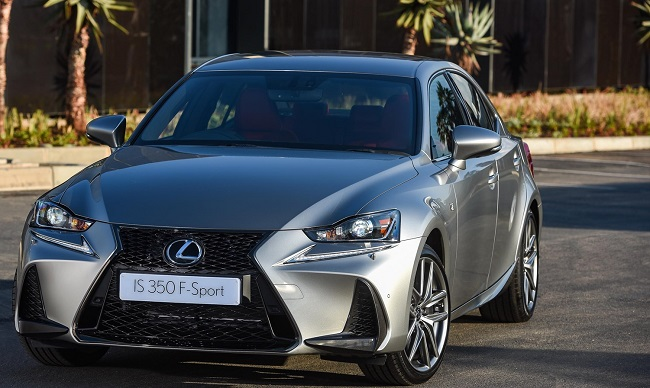 Lexus IS: Updated from spindle grille to chromed tailpipes ...