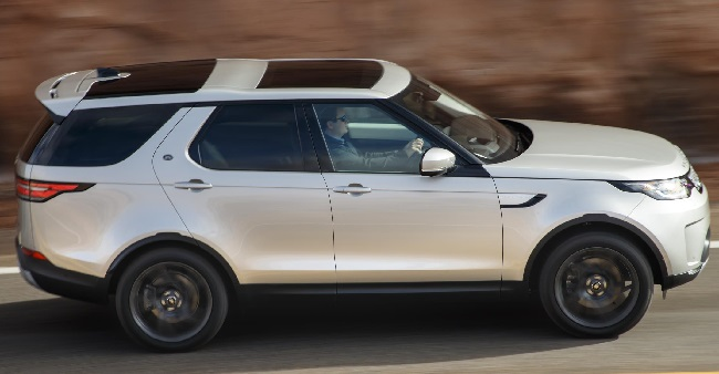 2017 LAND ROVER DISCOVERY: Image: Land Rover / Newspress