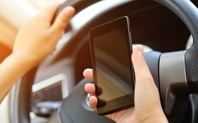 CELLPHONE DEATH SENTENCE: There is support in the UK for the death sentence for causing death by dangerous driving - and that could start with using your cellphone at the wheel. Image: Newspress