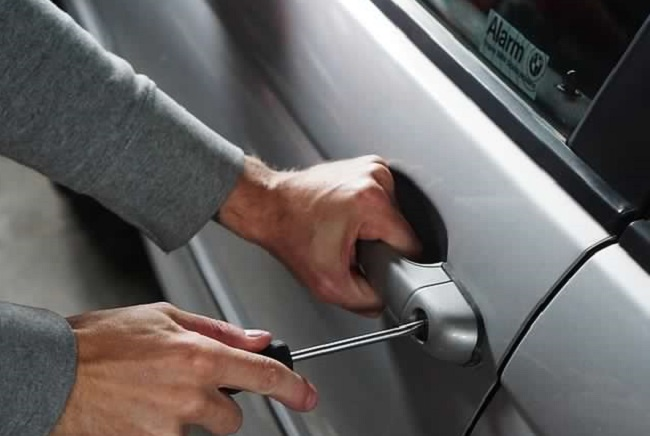 GIVING IN TO TEMPTATION: Thieves are suckers for easy pickings - think before you leave your car. Image: Newspress