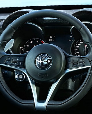 2017 FIAT STELVIO SUV:: Image: Alfa Romeo / NewspressUK