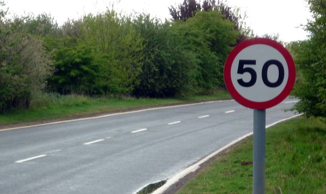 UK SPEED LIMIT SIGN. 50mph is about 80km/h. Image: Wikipedia