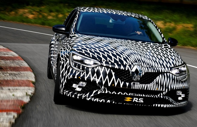 DAZZLE PAINT FOR NOW: Renault plans track debut launch for 2017 Monaco F1 GP. Image: Renault / Newspress