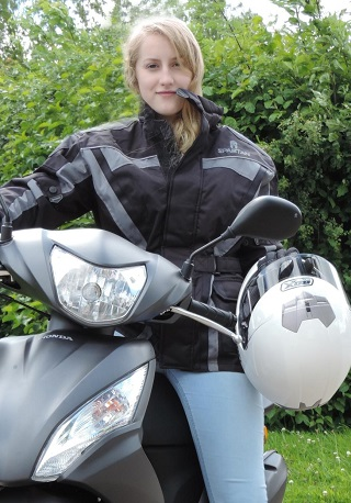 GET COMMUTERS ON TWO WHEELS: Statistics from the UK show that encouraging solo commuters to bike/scooter to work could save SA R465-billion a year. Image: Newspress