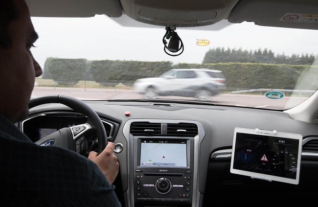 EARLY WARNING SYSTEM FOR ROADS: Image: Ford Motors / Newspress