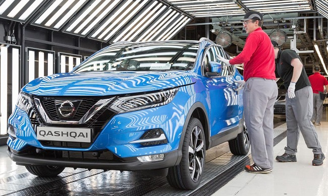2017 NISSAN QUASHQAI: The UK production lines will soon release a stream of the latest version of the brand's best-selling crossover - with ProPilot to to added in early 2018. Image: Nissan UK / Newspress