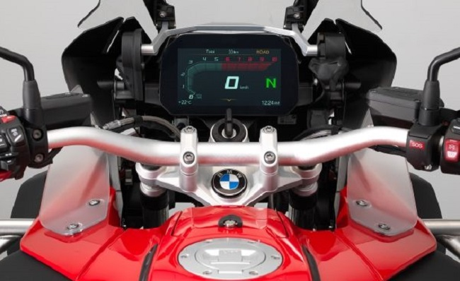 NEW TFT SCREEN FROM BMW: The brand's Motorrad guys have come up with an awesome info display for its 1200 models now - others later. Images: BMW Motorrad