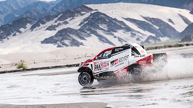 SEE, THERE IS WATER IN THE DESERT: Toyota Gazoo's Giniel de Villiers makes waves on Stage 11 of the 2018 Dakar Rally. Image: Toyota SA / Motorpress