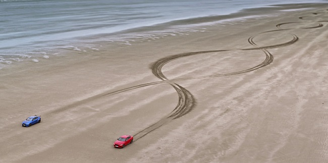 PLAYING ON THE BEACH: No buckets and spades but some high-speed designing by two Jaguars. Image: JLR / Motorpress
